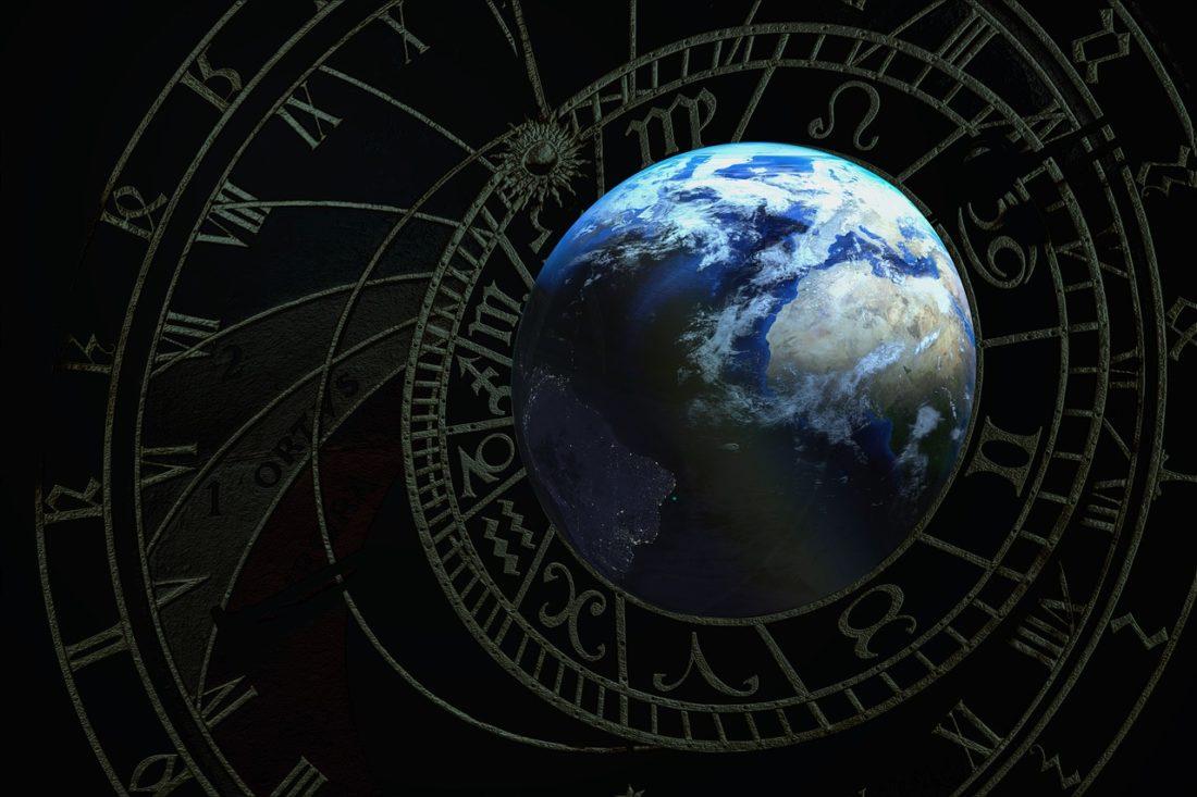 運命を占う占星術の盤