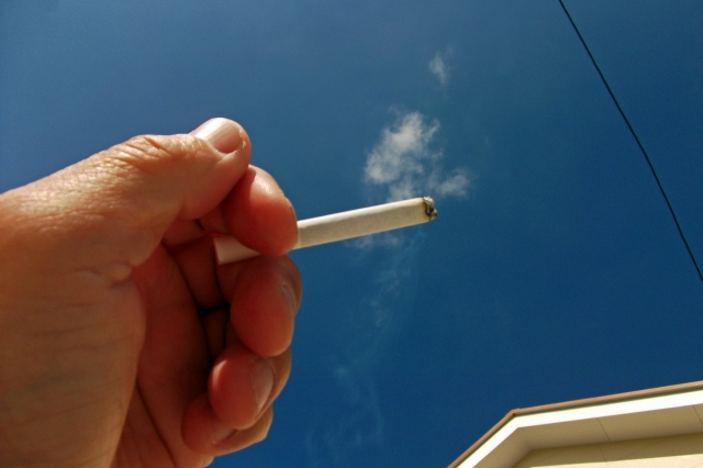 たばこの煙の画像