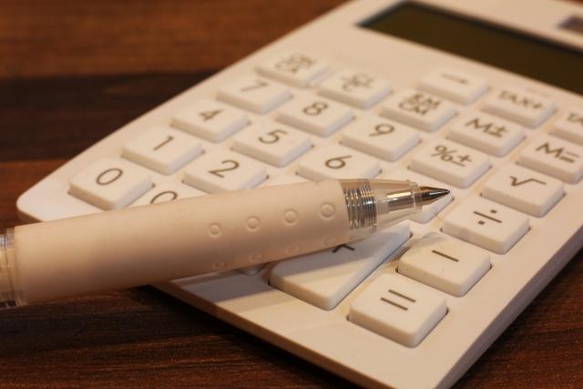 電卓とシャープペンシル