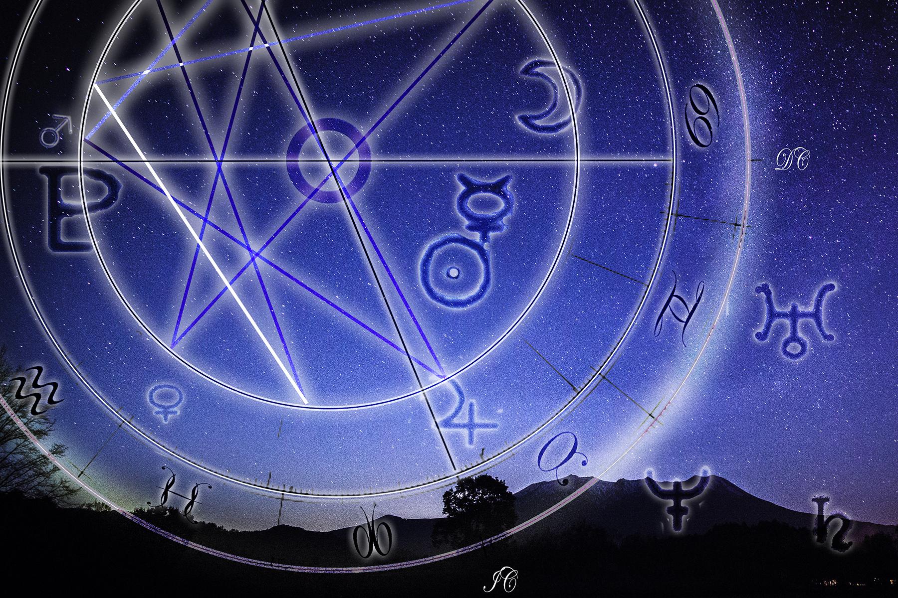 夜空に浮かぶ占星盤